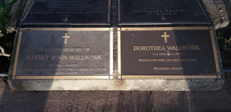Jeffrey and Dorothy Wallwork headstone